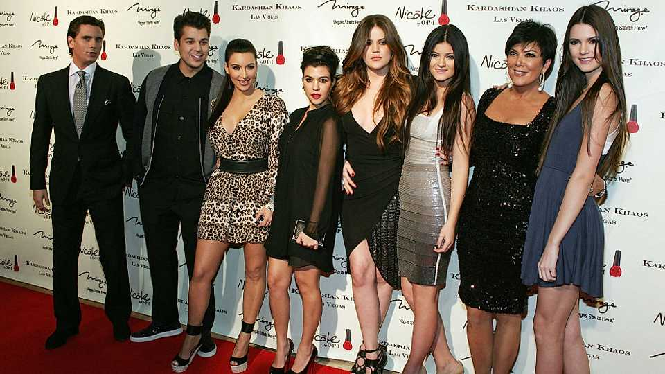 kardashian-family-red-carpet-picture_940x526